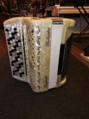 Bugari Finlandia Maestro harmonikka