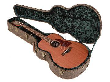 Kova laukku teräskieliselle kitaralle Hieno!