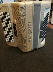 Menghini 3-äänikertainen harmonikka
